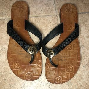 Tory Burch Shoes - Tory Burch black leather simple logo sandals size8